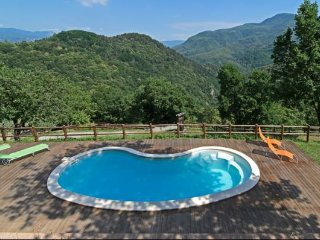 3 bedroom Villa in Molazzana, Tuscany, Italy : ref 5474279