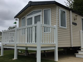 Luxury caravan with hot tub at tattershall lakes