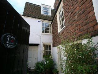 Charming and secluded seaside cottage, Deal