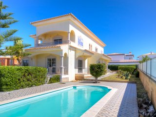V6 Menir - 6 bedroom villa w/ private pool near ferragudo, for 12 people