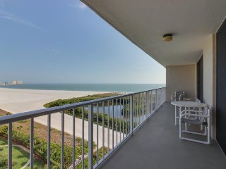 Oceanfront condo with boat slip, shared pool, tennis, and direct beach access!, Marco Island