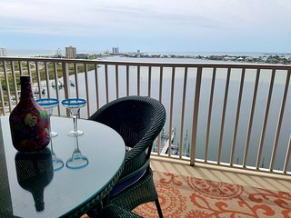 This striking and budget friendly condo is like no other!!!!, Pensacola Beach