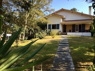 Villa + appartement independant + jardin a 300 m de la plage