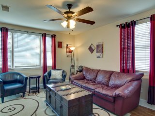 95 Downtown Charleston Rental Sleeps 6