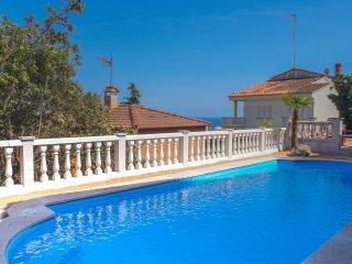 Villa Elena, vue sur la mer,piscine, calme, 1000m ligne aerienne de la plage
