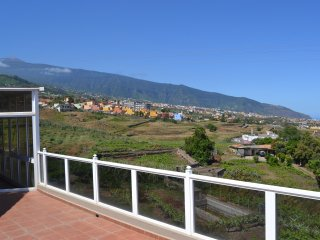 Lovey views of mountain and sea in a quiet area with fibra chromecast, La Orotava