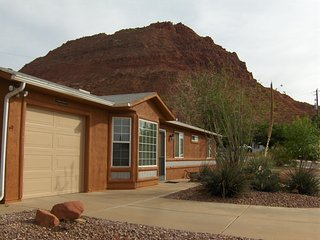 Ivins' Red Mountain Views Vacation House