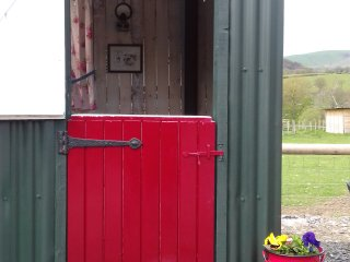 Shepherd hut sleeps 4