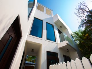 Bella Luna Beach House 1 Bedroom two story tower, West End