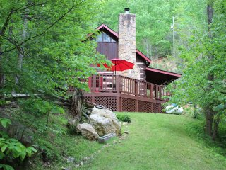 PERFECT GETAWAY! Forested, Secluded Log Cabin with WIFI, Hot Tub and Cable