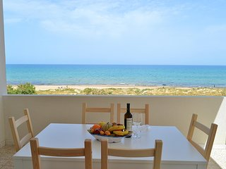 AL055 - Appartamento 8 posti in spiaggia, climatizzato e con parcheggio