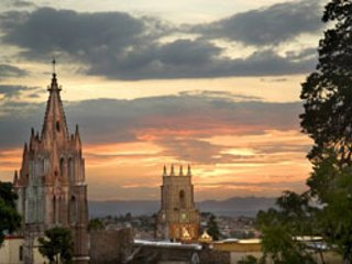 Brand New! 2BR + Garden and Jacuzzi Tub!, San Miguel de Allende