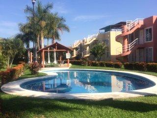 Departamento con alberca y jardines relajantes, Ixtapa/Zihuatanejo