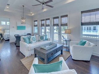 Elegant 2Bed 2Bath town house near SEASIDE, FL 5 min drive to beach from $110nt