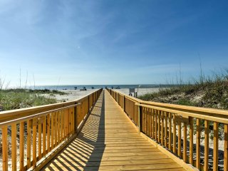 NEW! Cozy Resort Condo on Hilton Head Island Beach