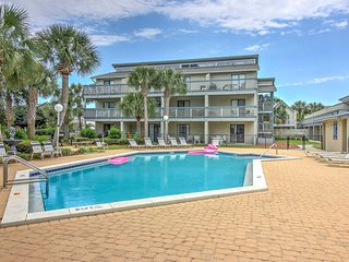 Panama City Beach Condo w/Pool - Steps to Beach!