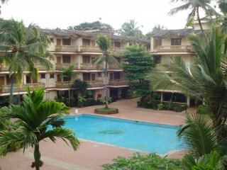 2 BHK family apartment with an azure pool, 900m from Candolim bBeach