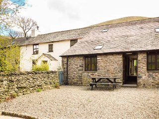MOUNT COTTAGE, charming cottage on working farm, WiFi, beautiful scenery, great