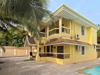 Lively 6-bedroom villa, 1.3 km from Calangute beach