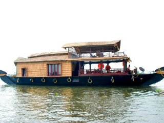 1-BR in an upper deck houseboat for a floating holiday