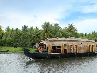 3 Stately Rooms on Luxurious Houseboat