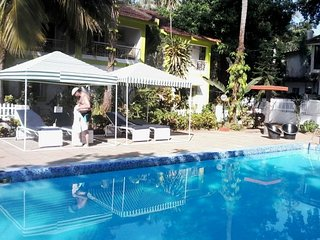 Lavish 3-bedroom stay with pool for a group excursion