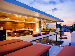 Villa The Muse, Central Seminyak, Modern 4 bedrooms, Private Rooftop Pool