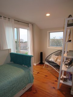 2nd floor bedroom loft style, trundle bed with 2 twin beds