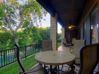 COMAL RIVERFRONT! Across from Schlitterbahn! Walk to Downtown New Braunfels!