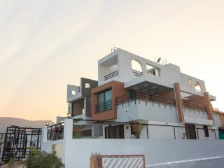 Homely 3 BHK with a scenic view, perfect for a get-together