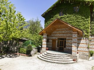 6 Bedroom Cottage in Manali