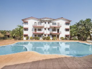 Pool-side apartment for three, 1.3 km from Calangute Beach