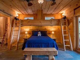 The Bunkhouse Annex & Jail-Rustic, Quiet, Great Views. Sleeps 4