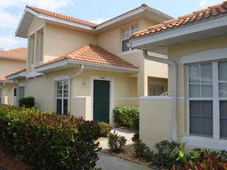 Beautiful 2 BR Condo in desirable Carlton Lakes, Naples