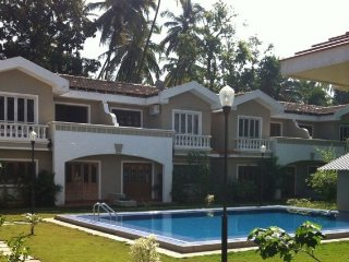 Spanish style pool villa, 3.4 km from Baga Beach