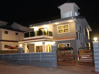 3-BR Bungalow for 12
