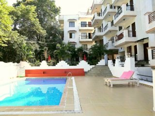 Elegant 2-BR apartment, 1.4 km from Vagator Beach