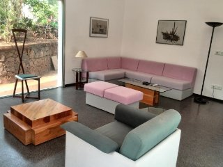 Swanky 3-bedroom villa with Texas pool, close to Vagator beach, Candolim