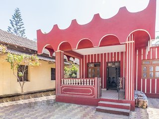 Homely 2BHK for close friends, 1.9 km from Carmona Beach
