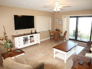 Ocean Front Ground Floor Condo, 3 Bedroom, 4 heated pools, Crescent Beach