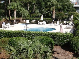 Golf Colony-Very Comfy Retreat overlooking the pool-2B
