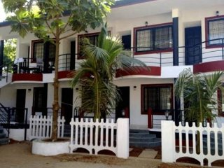 Well-appointed room, 1.9 km from Anjuna Beach