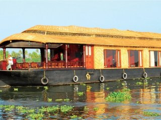 Elegant 1-BR houseboat for an enchanting stay