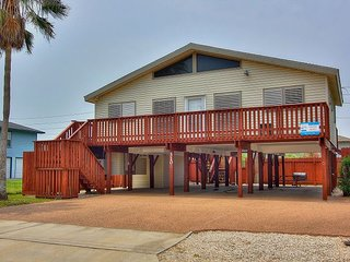 Stilts is a 2/2 home right in the heart of Port A! Short drive to the beach!