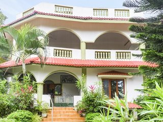 Restful 3-bedroom in a homestay with a pool, in proximity to popular beaches