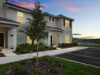 3077 Storey Lake 4 Bedrooms near Disney in Orlando FL