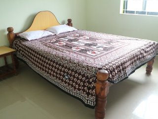 Commodious stay for 6 in an apartment walking distance from Ashwem beach