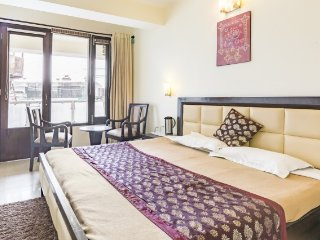 Elegant stay for a small group on Mall Road