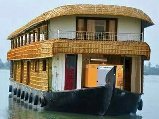 5-bedroom multi-story houseboat for a group getaway