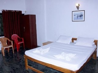 Vivid stay for two in an apartment, near Morjhim beach
